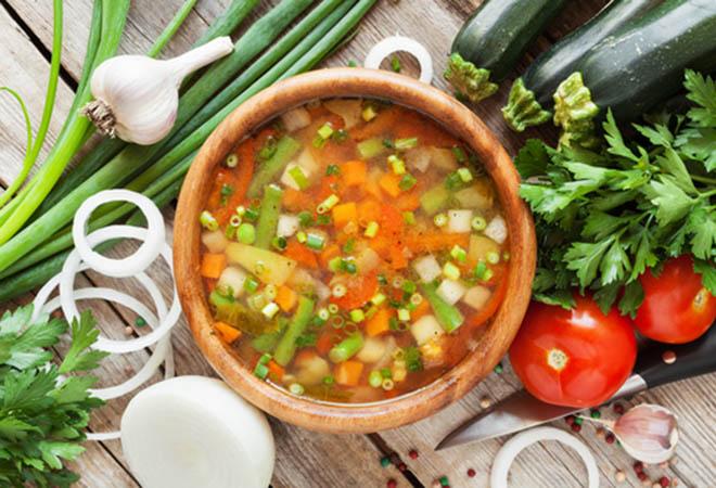 Veja como deixar as sopas mais leves na dieta para emagrecer