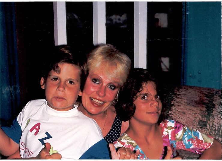 Ana com Pedro e Mariana crianças