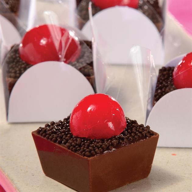 Receita de Copinho de chocolate com cereja   Doces e