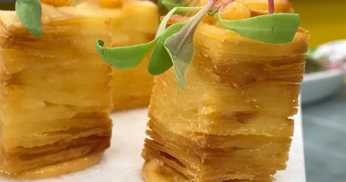 Excepcional Receita de Mil-folhas de mandioca com barriga de porco e caramelo  DV84